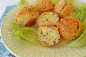 Muffin con pancetta e cipolle