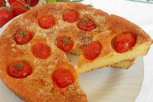 Torta salata ai formaggi con pomodorini