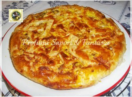 Pasticcio di pasta sfoglia con carciofi salsiccia e formaggio