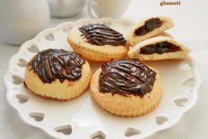 Biscotti ripieni al cioccolato glassati