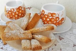 Biscotti rustici di frolla integrale con miele