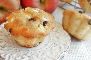 Muffin con mele mascarpone e gocce di cioccolato