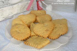 Biscotti di pasta frolla alle nocciole