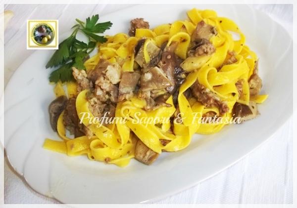 Tagliatelle con panna funghi e salsiccia Blog Profumi Sapori & Fantasia