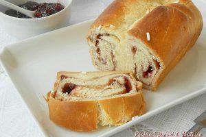 Pan brioche dolce arrotolato e farcito