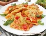 Ravioli al sugo di peperoni e basilico