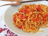 Spaghetti alla chitarra fatti in casa con sugo di peperoni