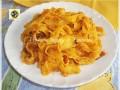 Reginette in crema di patate con filetti di pomodori e provolone