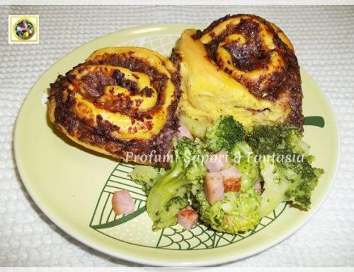 Torta di rose salata con radicchio rosso formaggi e speck