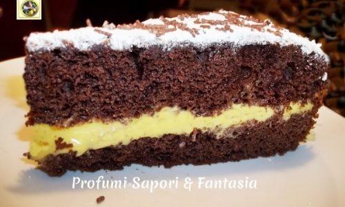 Torta moretta farcita alla crema di cioccolato bianco