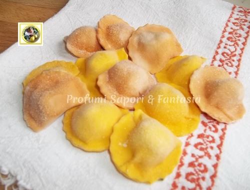 Ravioli bicolori arancio e gialli ricetta base passo passo  Blog Profumi Sapori & Fantasia