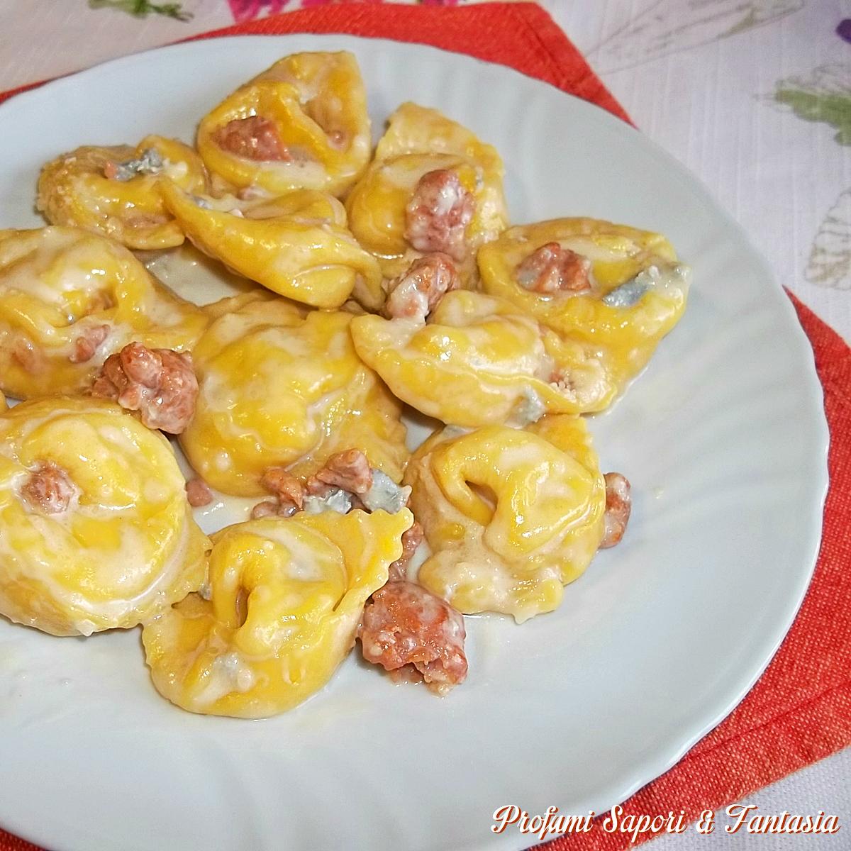 Tortelloni al gorgonzola e salsiccia