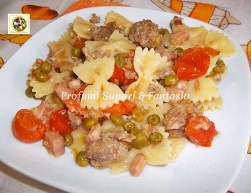Farfalle ricetta con pomodorini salsiccia e piselli