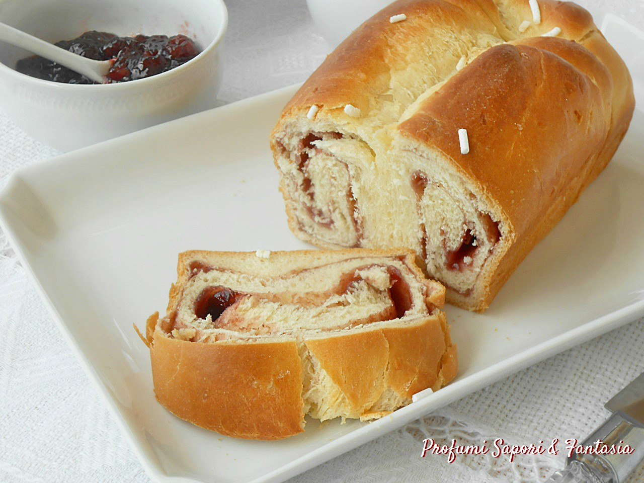 Pan brioche dolce, arrotolato e farcito