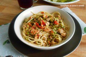 Spaghetti al tonno e piselli