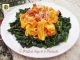 Tagliatelle al ragu e spinaci ricetta leggera