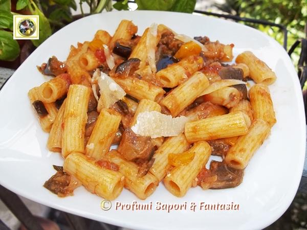 Pasta con melanzane e scaglie di parmigiano Blog Profumi Sapori & Fantasia