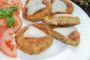 Polpette schiacciate di zucchine e formaggio