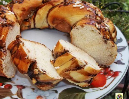Treccia di pan brioche soffice con cioccolato
