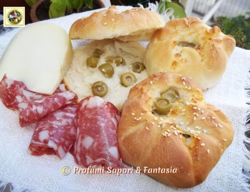 Panini soffici alle olive e crescenza