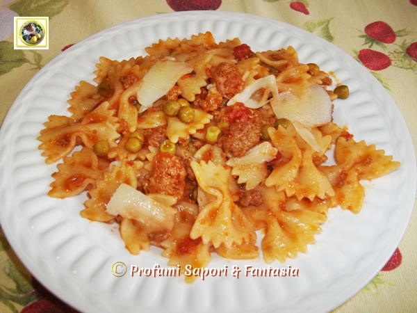Pasta con piselli salsiccia e pecorino Blog Profumi Sapori & Fantasia