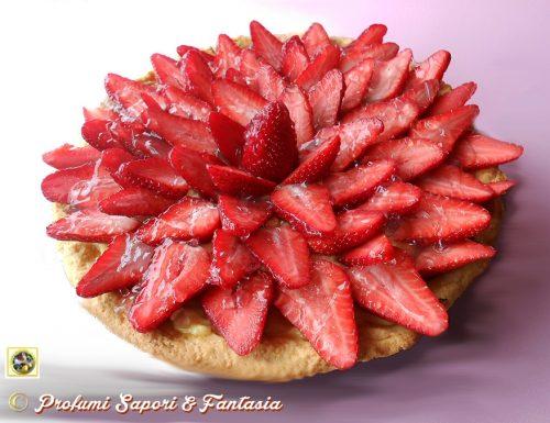 Crostata alle fragole con crema e cioccolato