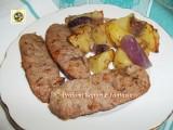 Salsiccia patate e cipolle al forno