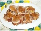 Rotolo di tacchino farcito con salsa di cipolle