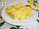 Pasta con cipolle, mascarpone e zafferano