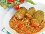 Tronchetti di zucchine ripieni, al sugo con piselli