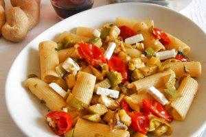 Rigatoni ai friggitelli zucchine e feta