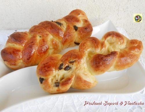 Treccia di pan brioche con uvetta