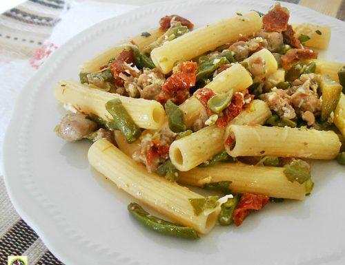 Pasta con fagiolini e salsiccia