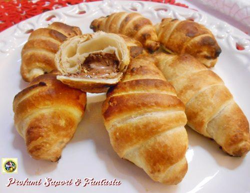 Cornetti di pasta sfoglia alla Nutella