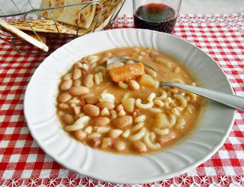 Zuppa rustica con fagioli e patate