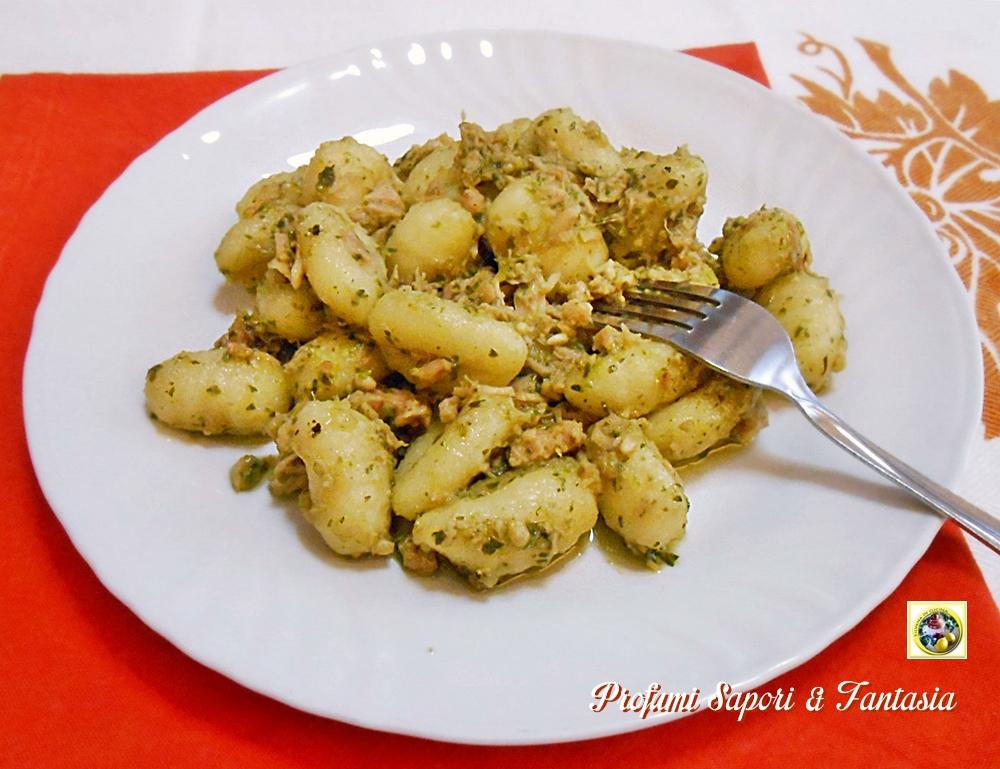 Gnocchi di patate al pesto e tonno Blog Profumi Sapori & Fantasia