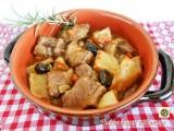 Spezzatino di maiale con patate e olive nere Blog Profumi Sapori & Fantasia