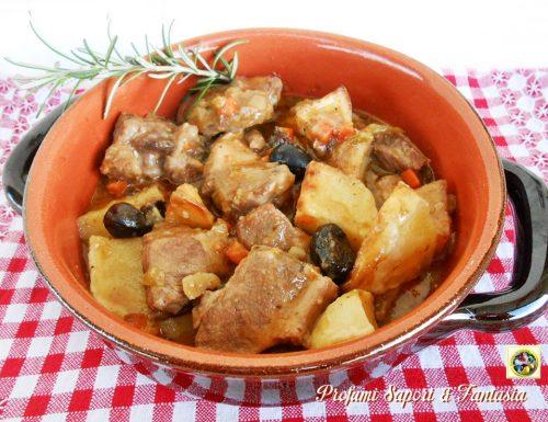 Spezzatino di maiale con patate e olive nere
