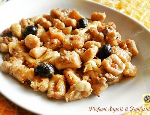 Gnocchi di pane al sugo di baccalà e olive nere