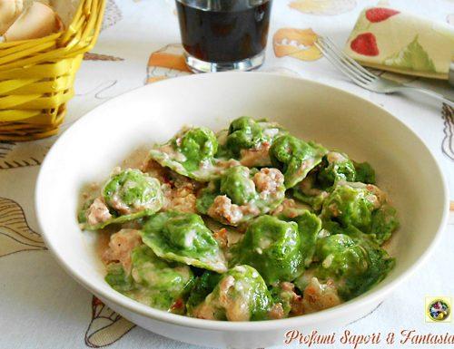 Ravioli verdi ai formaggi e salsiccia