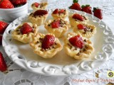 Cestini di pasta frolla con crema e fragole