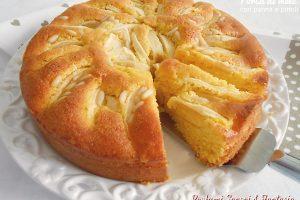 Torta di mele con panna e pinoli