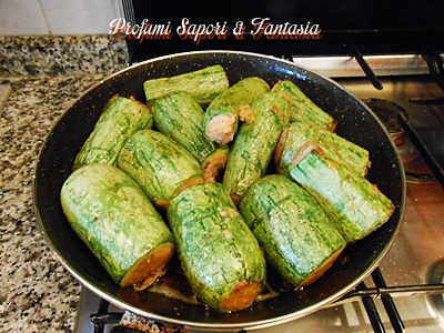Tronchetti di zucchine ripieni, al sugo con piselli Blog Profumi Sapori & Fantasia