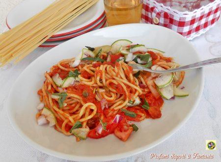 Spaghetti al pomodoro e cruditè di verdure