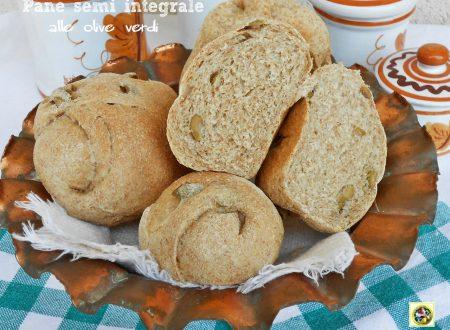 Pane semi integrale alle olive verdi ricetta