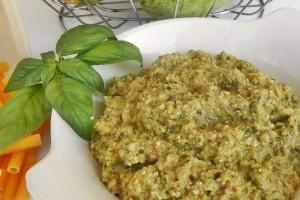 Pesto di zucchine e noci a crudo