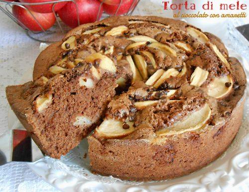 Torta di mele al cioccolato con amaretti