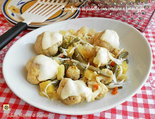 Cavolfiore in padella con verdure e formaggio