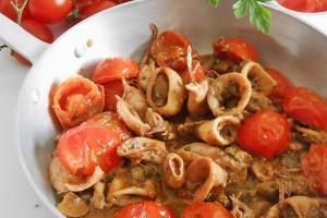 Calamari al sugo con pomodorini