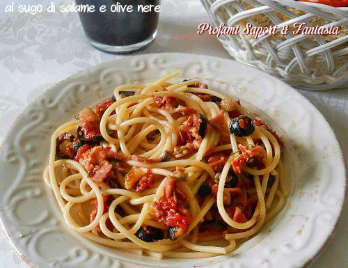 Spaghetti al sugo di salame e olive nere
